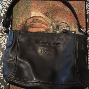 FOSSIL BLACK LEATHER MEDIUM SIZE LOTS OF POCKETS